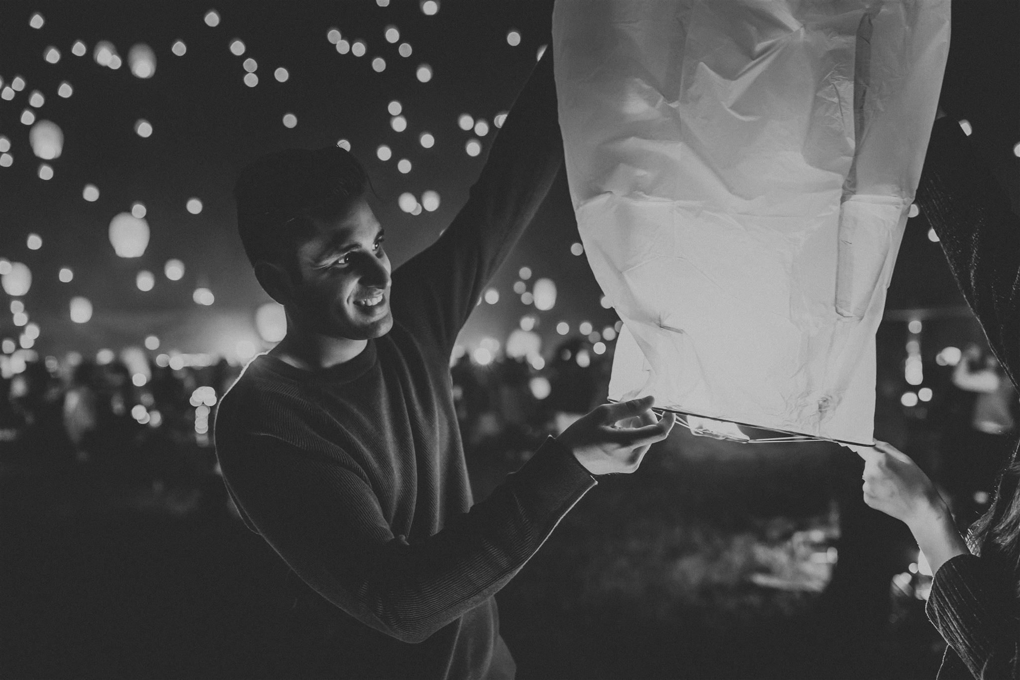 8 Tips For Taking Moody Couple S Portraits At A Chinese Lantern Festival Formed From Light